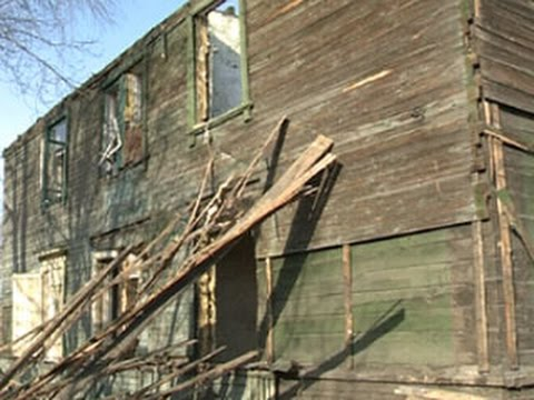 В Омске аварийный дом снесли вместе с жильцами