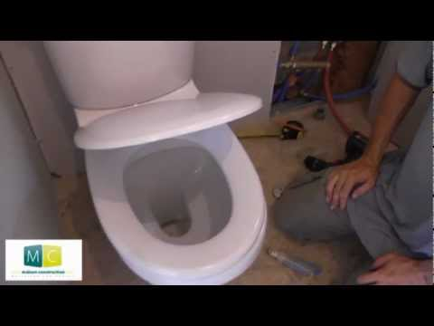 Pose WC, installation toilettes avec chasse d'eau, laying a toilet