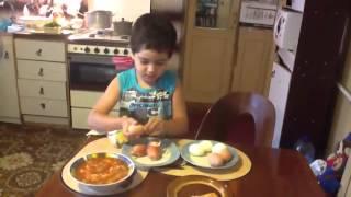 Прикол,мама попросила сына почистить яйца...все кто не видел смотреть онлайн