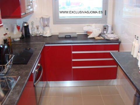 Muebles de cocina en rojo alto brillo tirador u ero en for Puertas de cocina formica