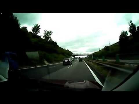 日本で撮影されたドライブレコーダー映像。危険すぎる運転