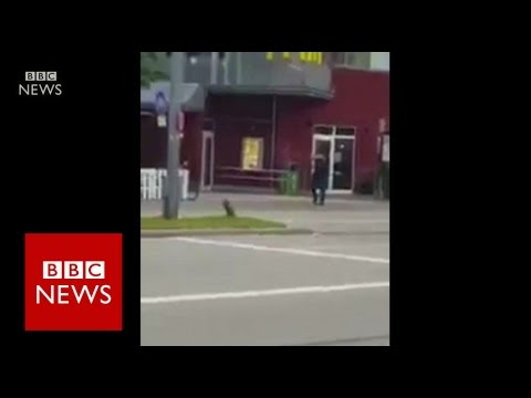 Munich shooting: Video shows man shooting outside shopping centre - BBC News