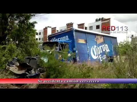 VIDEO Se accidenta camión cervecero en el fraccionamiento Hacienda Ciprés, Morelia
