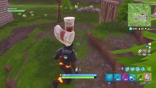 WTF is this glitch! carrying 6 weapons in fortnite by accident