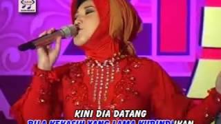 Gambar cover Evie Tamala - Pertemuan OM.Monata (Official Music Video)