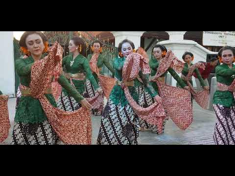 Pentas Tari Sulung Dayung oleh para penari dari sanggar ...