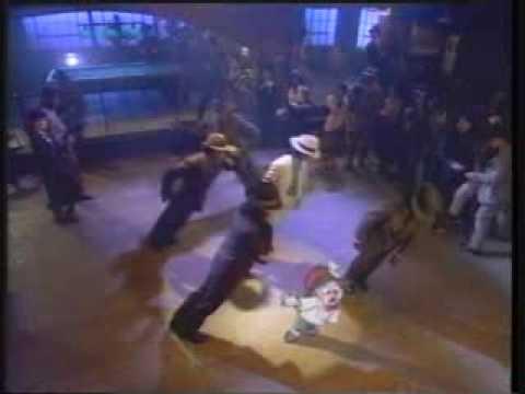 ALVIN AND THE CHIPMUNKS - ALVIN DANCES WITH MICHAEL JACKSON