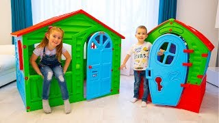Melissa and Arthur pretend play with new kids playhouse