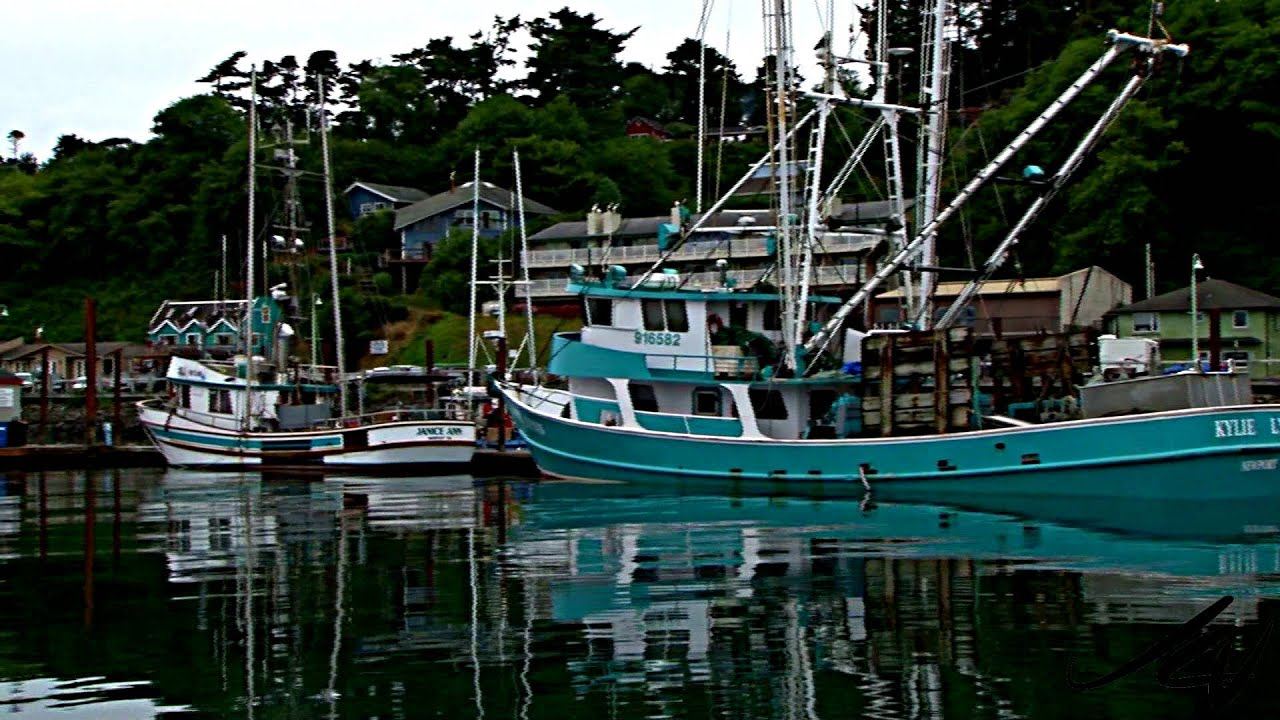 Central oregon coast fishing boats youtube travel for Newport oregon fishing