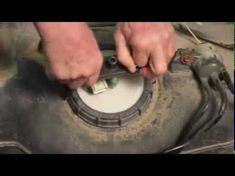 El bote con tapa hermética de 10 litros para la gasolina metálico