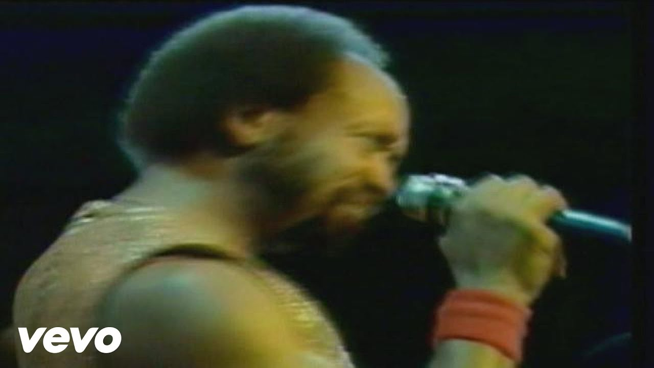 Earth, Wind & Fire - Sing a Song (Live Video)