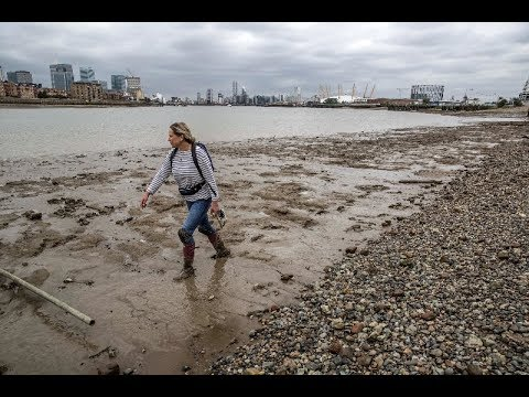 Mudlarking on the River Thames with friends - A Roman Coin & a 17th century farthing