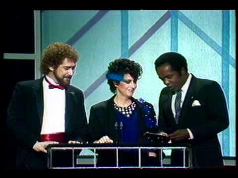 Aretha Franklin Wins Favorite Soul Female Artist - AMA 1984