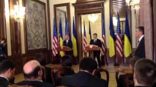 Росія повинна припинити окупацію України і повернути Крим – Джозеф Байден, Київ, 7.12.2015