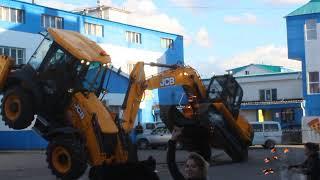 Танцующая техника JCB в Хабаровске