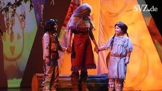 Mit Max und Natalie Backstage beim Yakari-Musical