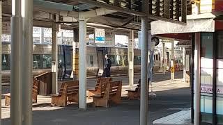 (レア?)JR四国 松山駅 岡山・高松行き8000系特急しおかぜ・いしづち(アンパンマン列車臨時代走)26号 発車