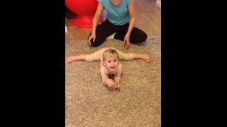 Как научить малышей садиться на шпагат.🤸♂️🥇🏅