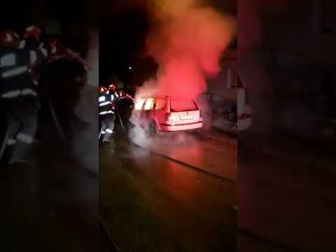 O mașină a luat foc noaptea trecută la Mediaș