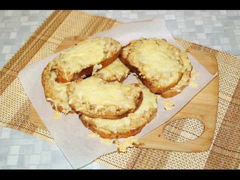 Горячие бутерброды с рыбными консервами и сыром. Простой рецепт горячих бутербродов в духовке.