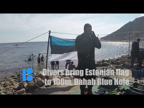 Divers bring the Estonian flag to 100m