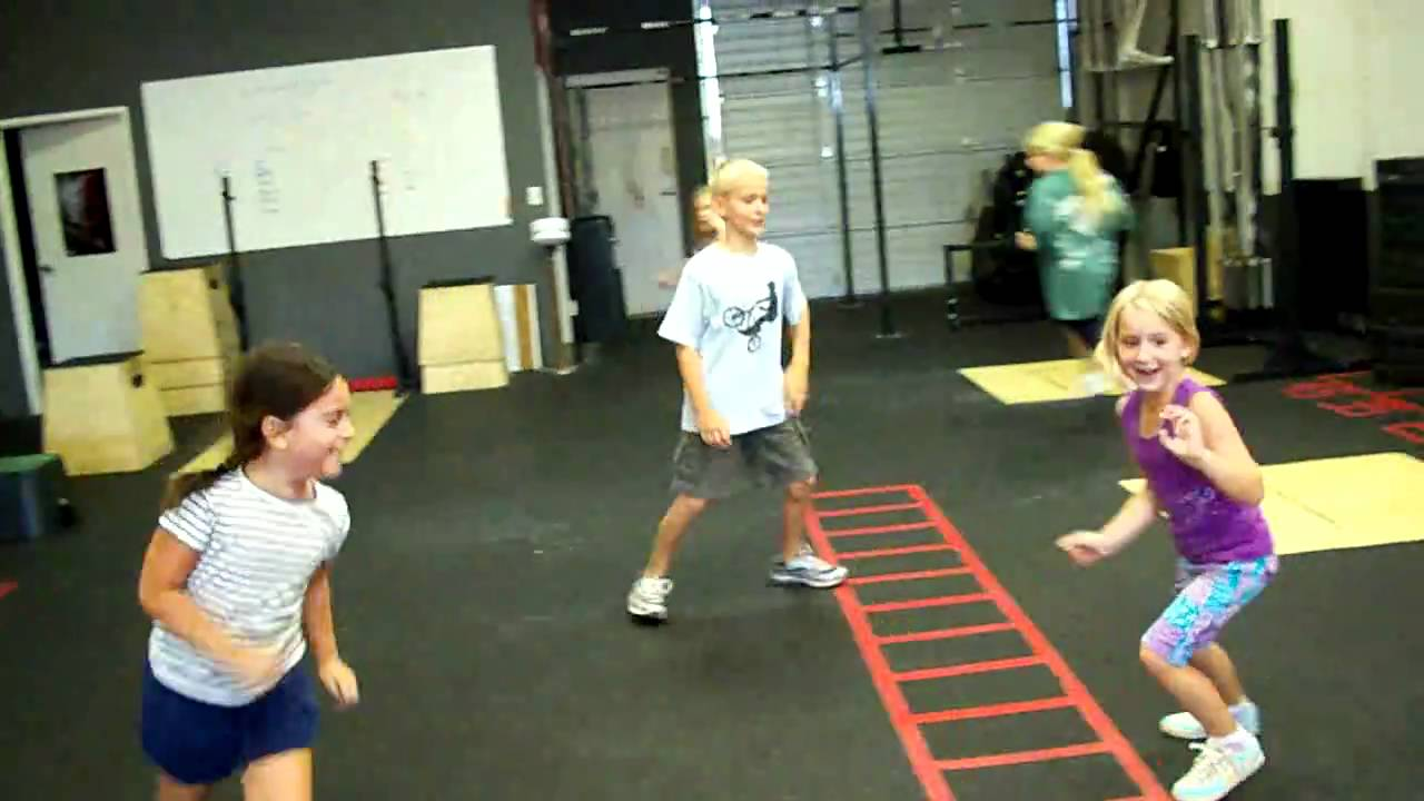 Team CrossFit Kids - fun warm up! - YouTube