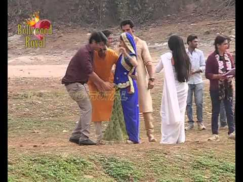 On location of TV Seria 'Saath Nibhaana Saathiya' Meera sink into the rier 4