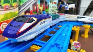 新幹線 プラレール 日本の電車の中間車を長く連結してフル編成?長編成にして走行遊び【ウピさん&upisch】