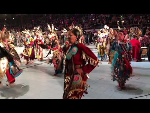 Grand Entry @ Gathering of Nations Powwow 2017