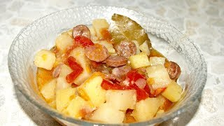 Картофель с охотничьими колбасками в мультиварке