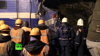 RAW  Aftermath of trains' head on collision in Moscow, dozens hospitalized