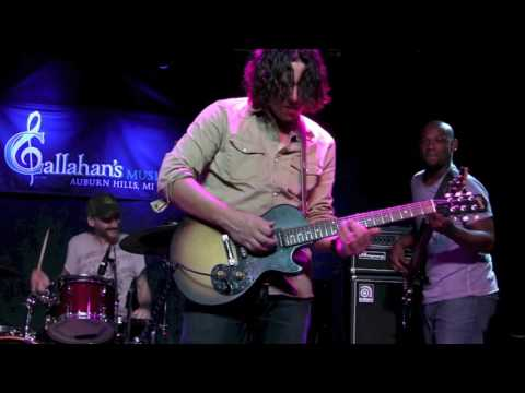 ''AIN'T NO GRAVE'' - DAVY KNOWLES BAND @ Callahan's, Oct 2016