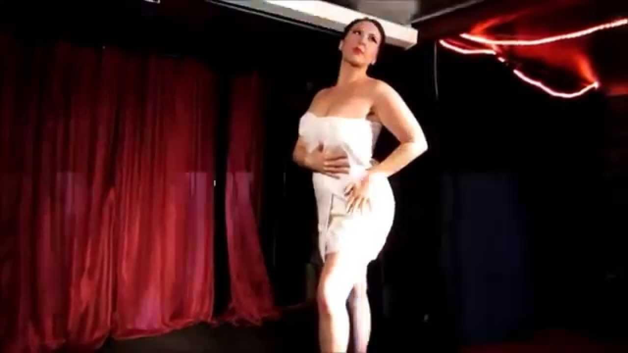 dancing women nude moving
