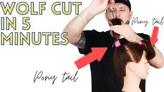 HOW TO CUT A WΟLF CUT IN 5 MINUTES - TIKTOK HAIRCUT TREND - WOLF CUT TUTORIAL hair trends 2021