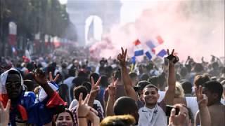 Champions du monde : l'ambiance sur les Champs-Elysées thumbnail