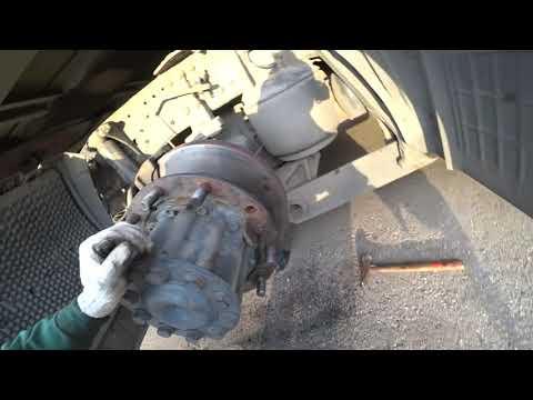 Как поменять колёсные шпильки на ступице