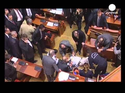 Man jumps from balcony of Romanian parliament