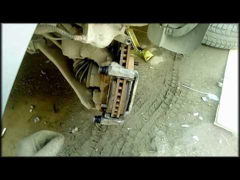 видео: Смазываем направляющие суппорта и поршень Лифан Х 60