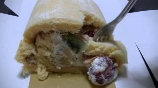 大きなフルーツがごろごろと入ったロールケーキ。 詳細はブログへどうぞ...
