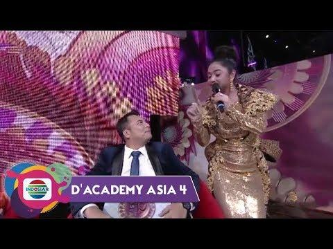 KERINGAT DINGIN! Mayuni Omar Digoyang Dewi Perssik | Konser Kemenangan DA Asia 4