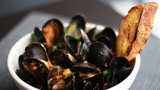 Andrew Zimmern Cooks: Mussels Fra Diavolo