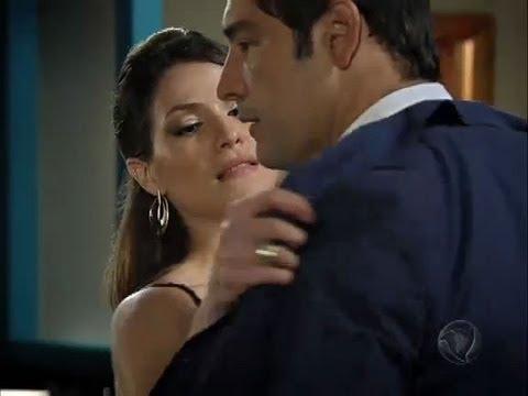 Fabiana tira a roupa e dá em cima de Eduardo