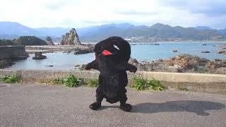 南紀熊野ジオパークのジオサイト「弁天島」をバックに踊ってみたヨーホ...