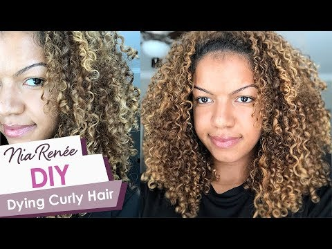 HOW TO DYE CURLY HAIR AT HOME Blonde Balayage Highlights on Naturally  Curly Hair