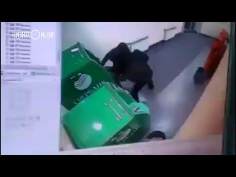 В Челнах двое неизвестных взорвали отделение Сбербанка
