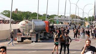 Грузовик въехал в толпу протестующих в Миннеаполисе