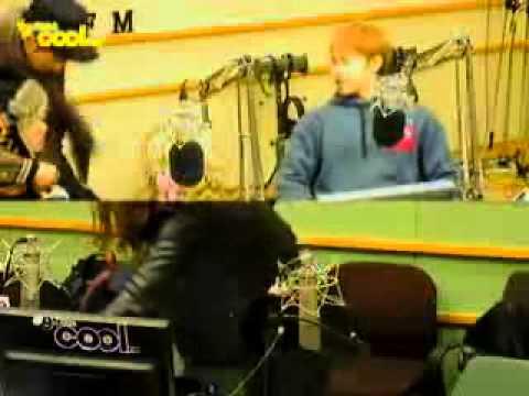 111122 KTR Ryeowook Hug Eunhyuk