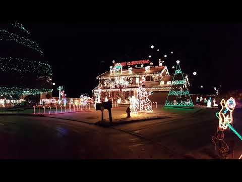 Musical Christmas light display in Brunswick, Ohio - Musical Christmas Light Display In Brunswick, Ohio - YouTube