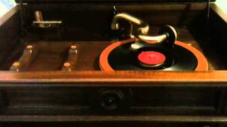 fats domino i'm walkin' on victrola credenza using Magic Arm