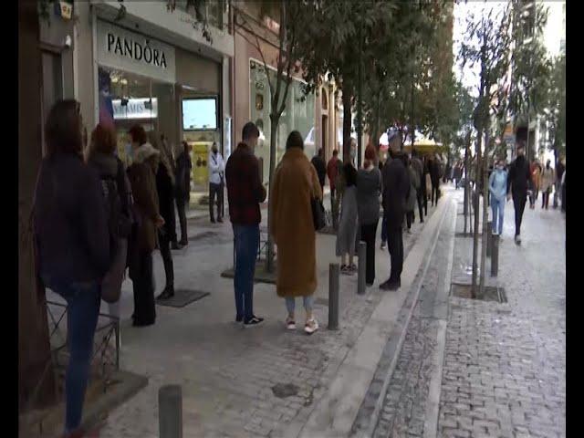<span class='as_h2'><a href='https://webtv.eklogika.gr/kosmosyrroi-simera-stoys-emporikoys-dromoys' target='_blank' title='Κοσμοσυρροή σήμερα στους εμπορικούς δρόμους'>Κοσμοσυρροή σήμερα στους εμπορικούς δρόμους</a></span>